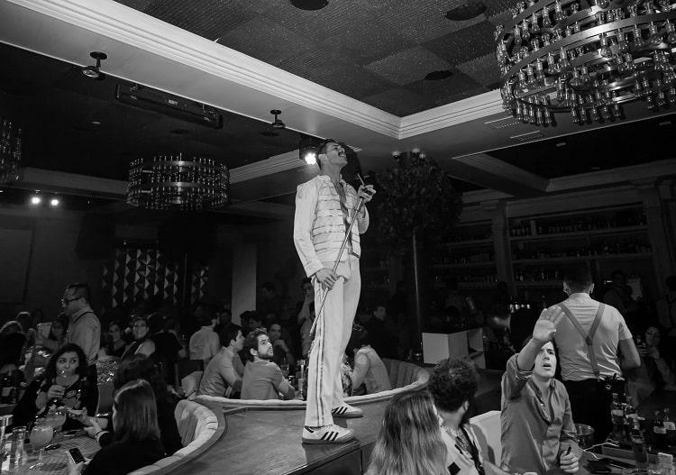 Singer at Doble B bar