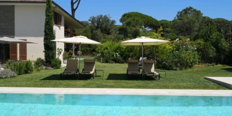 Arli Hotel Swimming Pool
